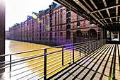 The Kehrwiedersteg bridge over the Kehrwiederfleet with the surrounding office houses in the warehouse district Speicherstadt, Hamburg, Germany