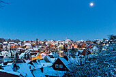 Winter sport centre Sankt Andreasberg, view of the town at dusk, full moon, snow covered roofs, ski area, Harz, Sankt Andreasberg, Lower Saxony, Germany