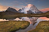 Sunrise over Mount Robson, highest mountain in the Canadian Rockies, elevation 3,954m (12,972ft), seen from Mumm Basin, Mount Robson Provincial Park British Columbia.
