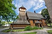 iglesia del arcángel San Miguel, siglo XV-XVI construida integramente con madera, Binarowa, voivodato de la Pequeña Polonia, Cárpatos, Polonia, europe.