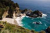 United States, California, California Scenic Highway 1, the National Park Julia Pfeiffer Burns before arriving in Big Sur and its waterfall Mc Way Falls, which flows directly into the Pacific