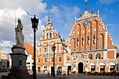 Latvia (Baltic States), Riga, European capital of culture 2014, historical centre listed as World Heritage by UNESCO, Brotherhood of the Black Heads building dating of 1344 and rebuilt in 1999, Roland statue in the foreground