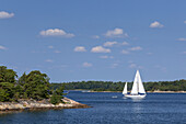 Sailboat near the island of Moeja in Stockholm archipelago, Uppland, Stockholms land, South Sweden, Sweden, Scandinavia, Northern Europe