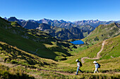 Hikers at Lake Seealpsee, at Nebelhorn, near Oberstdorf, Allgaeu Alps, Allgaeu, Bavaria, Germany