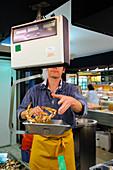 France, Loire Atlantique, Nantes, European Green Capital 2013, Talensac Market, fishmonger stall, crab