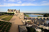 France, Indre et Loire, Amboise, Loire Valley listed as World Heritage by UNESCO, Chateau d'Amboise, the dwelling of the King and the Minimes Tower overhanging the Loire River