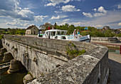 Houseboat on the Pont-Canal at Saint-Florentin , Saint-Florentin , Canal de Bourgogne , Departement Yonne , Burgundy , France , Europe