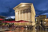 Street Cafe, Maison Carrée , ancient Roman temple , Place de la Maison Carrée, Nîmes, Languedoc-Roussillon, Gard Department, France