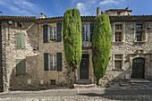 Alley in roman town Vaison la Romaine , Provence, Provence-Alpes-Côte d'Azur, Vaucluse, France