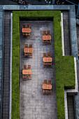 Blick auf eine Terrasse am Potsdamer Platz, Berlin, Deutschland