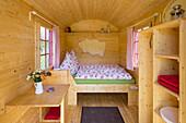 Holiday house Schoeneweiss offering overnight sleep in a shepherd cart, Voehl, Hesse, Germany, Europe
