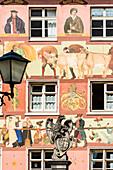 Ein bemaltes Haus in der Herrengasse, in der historischen Altstadt, Wangen im Allgäu, Baden-Württemberg, Deutschland