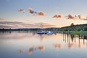 Boats on lake Selliner See in a calm evening, Baabe Bollwerk, Baltic resort Baabe, Moenchgut, Island Ruegen, Baltic Sea coast, Mecklenburg-Western Pomerania, Northern Germany, Germany, Europe