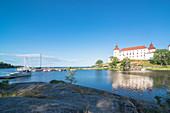 Sicht auf Schloss Läckö, Vänernsee, Kallandsö, Lidköping, Västergötland, Schweden
