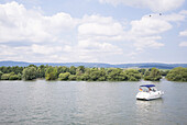 Bootstour on river Rhein, nearby Hattenheim, Rheingau, Hesse, Germany