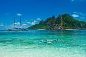 Sehr klare türkisfarbene Gewässer auf Monuriki Island (Cast Away Island), Mamanuca Inseln, Fidschi, Südpazifik