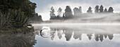 Lake Matheson mit Spiegelung von Bäumen im Wasser, Westland Tai Poutini National Park, Westküste, Südinsel, Neuseeland, Ozeanien