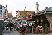 Winebar, Viktualienmarkt, Heilig-Geist-church in the background, Munich, Upper Bavaria, Bavaria, Germany