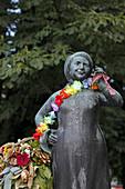 Lisl Karlstadt Brunnen, Viktualienmarkt, Munich, Upper Bavaria, Bavaria, Germany
