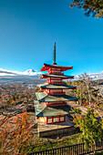 Berg Fuji und Chureito Pagode im Herbst, Fujiyoshida, Yamanashi Präfektur, Japan
