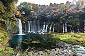 Shiraito Wasserfälle im Herbst, Fujinomiya, Shizuoka Präfektur, Japan