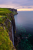 Sonnenuntergang, Kilt Rock, Wasserfall, Küste, Klippen, Ilse of Skye, Highlands, Schottland