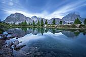 Blaue Stunde, Spiegelung, Bergsee, Lago Limides, Dolomiten, Alpen, Italien, Europa