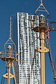 8 Spruce Street skyscraper, ship mast from the South Street Seaport Museum, Manhattan, New York City, New York, USA
