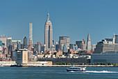 Empire State Building, Hudson River, Manhatten, New York City, New York, USA