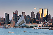 View to Manhatten from Hamilton Park, Hudson River, Jersey City, New Jersey, USA