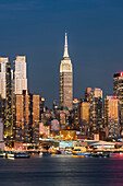 View to Manhatten from Hamilton Park, Empire State Building, Jersey City, New Jersey, USA