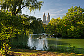 Bow Bridge, San Remo Towers, The Lake, Central Park, Manhatten, New York City, New York, USA