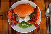 Krabben Meeresfrüchte Gericht im Restaurant in Antsiranana (Diego Suarez), Madagaskar.