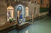 Fashion shop at canal, little blacony,Venedig, Venezia, Venice, Italia, Europe