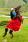 Kyrgyzstan, Issyk Kul Province (Ysyk-Köl), Juuku valley, Baktiev Madjikov never misses a chance to show his skill on a horse