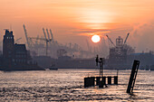 Morning atmosphere on the river Elbe at the harbour Koehlfleethafen with the house of the port pilot brotherhood, Hamburg, Germany