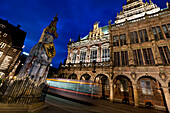 Night trams runs by Bremen Roland statue and the Rathaus, Marktplatz, Bremen, Germany