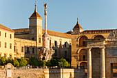 El Triunfo, column with statue of San Rafael, patron saint of Cordoba, Plaza Vallinas with Puerta del Punte, Triumphal Arch, historic centre of Cordoba, UNESCO World Heritage, Cordoba, Andalucia, Spain, Europe