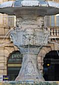 Verona, Italien, Europa, Details der Brunnen auf der Piazza delle Erbe