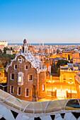 Barcelona, ??Katalonien, Spanien, Südeuropa, Antonie Gaudis Architektur im Park Guell in der Dämmerung