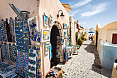 Souvenir shops selling pictures, magnets and jewellery in Oia, Santorini, Cyclades, Greek Islands, Greece, Europe