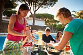 2 Familien , Abendessen Ferienhaus mit Pool , Andalusien, Südwestküste Spanien, Atlantik, Europa