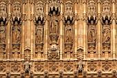 Detail der Westfassade über dem Sovereign's Portal des Houses of Parliament, Westminster, London, England