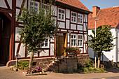 Idyllisch restauriertes Fachwerkhaus, Carlsdorf, Hofgeismar, Hessen, Deutschland, Europa