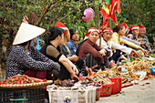marketwomen, Lao Cai, bordertown to Yun Nan China, Vietnam