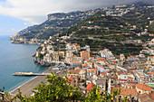 Minori, Strand, Kathedrale, Zitronen und Terrassen, Erhöhte Ansicht, Amalfiküste, UNESCO Weltkulturerbe, Kampanien, Italien, Europa