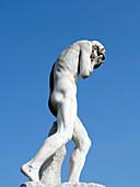'Frankreich, Paris. 1. Arrondissement. Jardin des Tuileries. Skulptur ''Kain nach der Tötung seines Bruders Abel'' von Henri Vidal.'