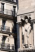 France, Paris. 4th arrondissement. Ile de la Cite. Sculpture on the facade of Notre Dame Cathedral. Building in the background.
