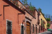 Mexico, State of Guanajuato, San Miguel de Allende, a street in the old town, Cuna de Allende