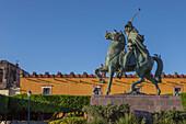 Mexico, State of Guanajuato, San Miguel de Allende, statue of Allende, Plaza civica Allende and Colegio San Francisco de Sales